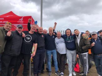 Tilbury dockers supporting refuse workers